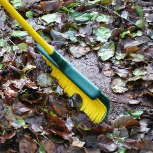 Déblaye et pousse les feuilles